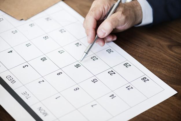 Imagem mostra empresário montando uma agenda tributária 2020