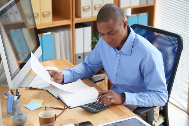 Será que vale a pena terceirizar folha de pagamento?